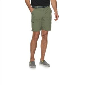 Columbia mens shorts with belt included